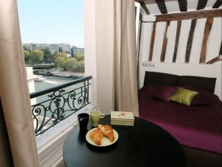St. Louis Island apartment in 04ème - Hôtel-de-Ville - Le Marais with WiFi.