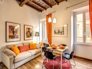 Campo De' Fiori Orange apartment in Centro Storico with WiFi & integrated air co