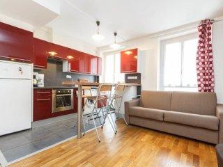 Violet Vogue apartment in 15ème - Seine with WiFi.