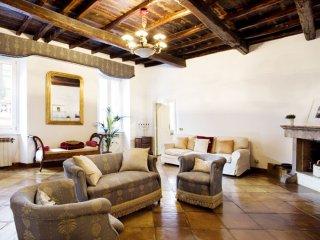 Maroniti Trevi apartment in Centro Storico with WiFi, balkon & lift., Rome