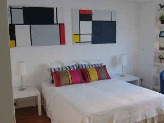 Spacious Mondrian Palácio apartment in Santos with WiFi, private parking & lift.