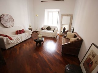Colosseo Laterani apartment in San Giovanni with WiFi, air conditioning & lift.
