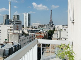 Spacious Sunny Eiffel apartment in 15ème - Seine with WiFi, airconditioning, privéterras, balkon & …, Paris