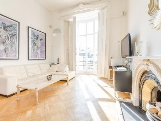 Spacious Paddington Terrace apartment in Westminster with WiFi, privéterras