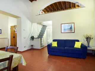 Ghibellina apartment in Santa Croce with integrated air conditioning & lift.