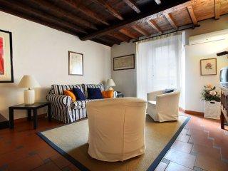 Santi Apostoli apartment in Duomo with WiFi & airconditioning.