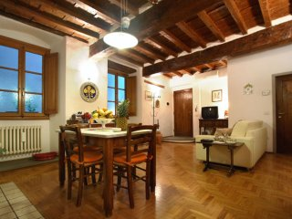 Santa Trinità apartment in Duomo with WiFi & airconditioning., Florence