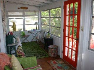 2/1 Home Pet Friendly Sleeps 4 Steps to Ocean WIFI, New Smyrna Beach