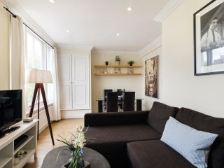 Kempsford Gardens apartment in Kensington & Chelsea with WiFi.