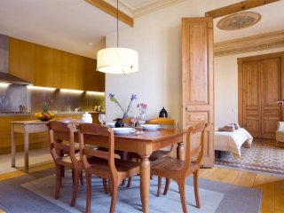 Spacious Bon Fortuny apartment in Raval with WiFi & lift.