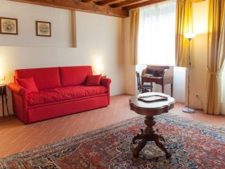 Santa Maria Nuova apartment in San Marco with WiFi, airconditioning & lift.