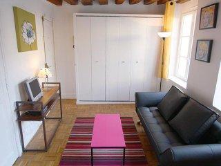Vertus Marais apartment in 03ème - Temple - Le Marais with WiFi & lift.