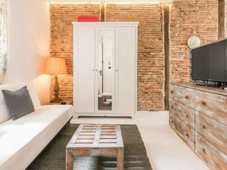 Petit Chueca apartment in Malasaña with WiFi & air conditioning.