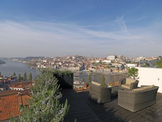 River View Terrace apartment in São Nicolau with WiFi, airconditioning & dakterras., Porto