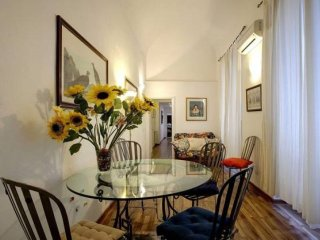 Cavour Accademia apartment in Duomo with WiFi & airconditioning (warm / koud).