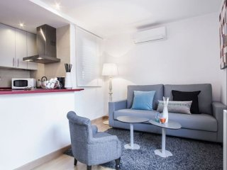 Rambla Paris Attic apartment in Eixample Esquerra with WiFi, airconditioning