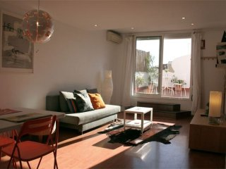Comte Urgell apartment in Eixample Esquerra with WiFi, air conditioning & privat
