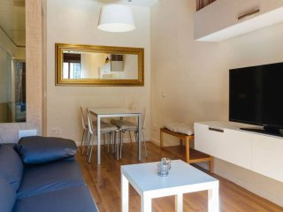 Tapioles apartment in Poble Sec with WiFi, airconditioning & balkon., Barcelona