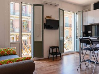 Torrent apartment in Gracia with WiFi & balcony.