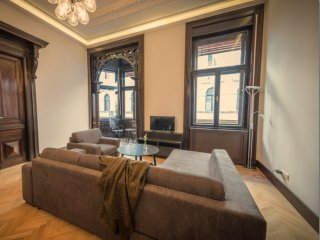 Bezeredi apartment in VIII Jozsefvaros with WiFi & air conditioning.