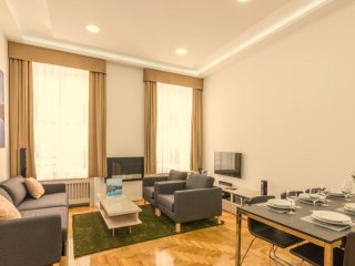 Grand Nador apartment in V Belváros with WiFi, air conditioning & lift.
