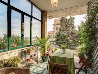 Grande Monteverde apartment in Trastevere with WiFi & private terrace.