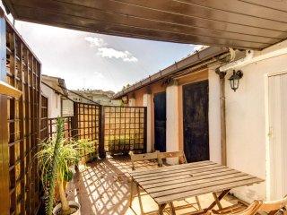 Attico Sannio apartment in San Giovanni with WiFi, air conditioning & private te