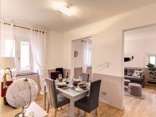 Campo de' Fiori Gray apartment in Centro Storico with WiFi & airconditioning.
