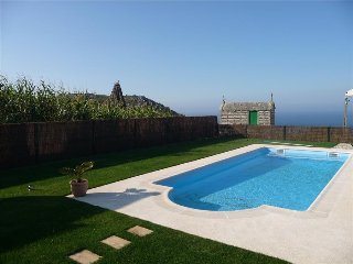 Luxury villa with amazing sea views and swimming pool, Ponteceso