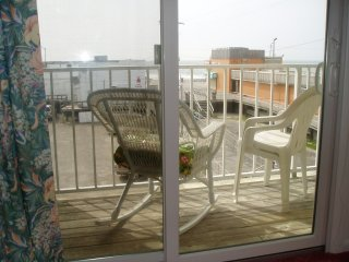 BOARDWALK AND OCEAN VIEWS FROM THE BALCONY!, Ocean City