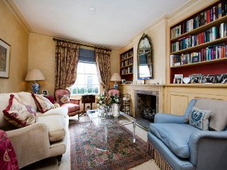 Quintessentially English two bedroom house just moments from Kings Road with beautiful furnishings and secluded garden.