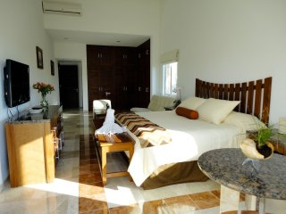 Luxury Golf Course Villa 8 Pax Casa Jaguar by KVR, Puerto Aventuras
