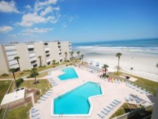 3 BEDROOMS 2 BATHS - SLEEPS 8 - OCEAN VIEWS, New Smyrna Beach
