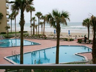 2 BEDROOMS 2 BATHS - SLEEPS 6 - OCEAN VIEWS, New Smyrna Beach