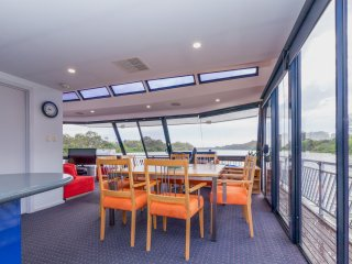 River Breez Houseboats.             5 Star luxury, Mannum