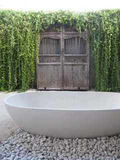 Balinese open bathroom, with luxurious bath