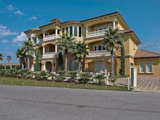 Villa Breeze - Gorgeous Luxury Home with Gulf Views, Theater Room & Exotic Pool!, Panama City Beach