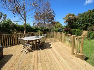 Croyde Holiday Cottages Pebbles Decking Area