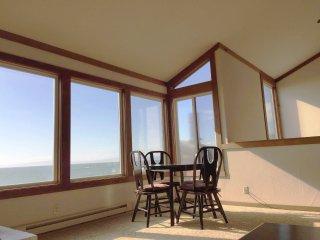 Oceanfront Beach House + 2 Free Monterey Bay Aquarium Tickets, Moss Landing