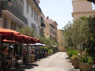 2-pieces dans le vieux Cannes