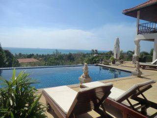 Fantastic Seaview - Huge Pool! Villa Serena 4BR, Ko Lanta