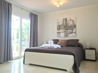 Queen Size Bedroom 2 with patio doors leading to pool terrace - Stunning Views