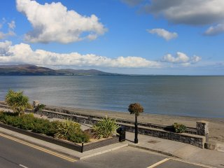 Luxury Beach Front Apartment, Blackrock