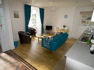 Modern holiday flat Barmouth sleeps 5