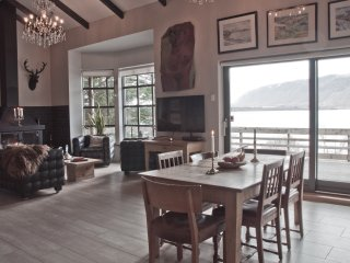 Luxury Holiday Lakehouse Villa, Selfoss