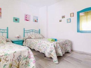 Habitacion Triana Calle Principal 2 camas WIFI FREE