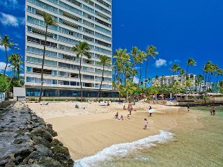 On the beach at Diamond Head, Quiet End of Waikiki, with Swimming Beach!, Honolulu