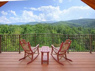 BRAND NEW  - Unrestricted views of the smokies in this Luxury getaway cabin., Gatlinburg