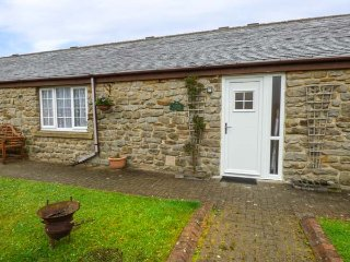 PLOVER, family friendly, country holiday cottage, with a garden in Haydon Bridge