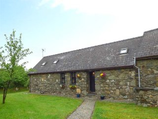 FOXGLOVE, stone barn conversion, ground floor, en-suite, walks from the door, near Newport, Ref 26360